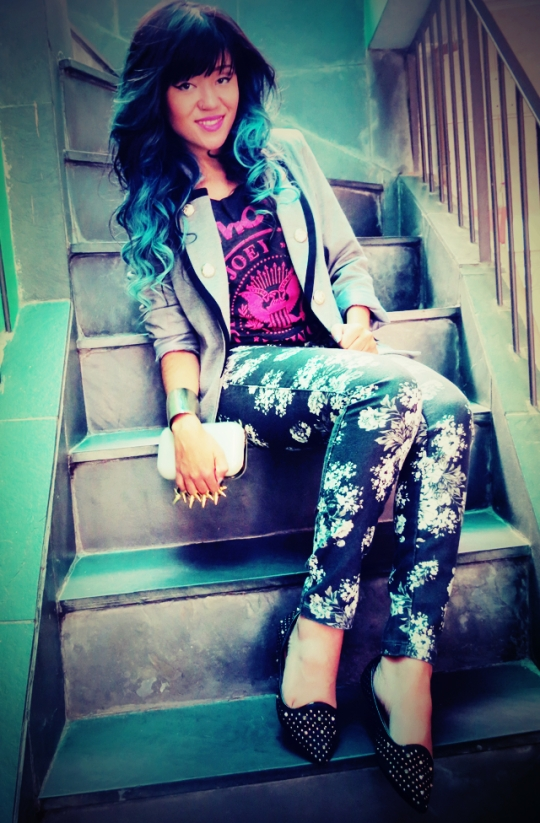 Eu me identifico muito com o estilo da Karen, e amei suas mechas azuis :)